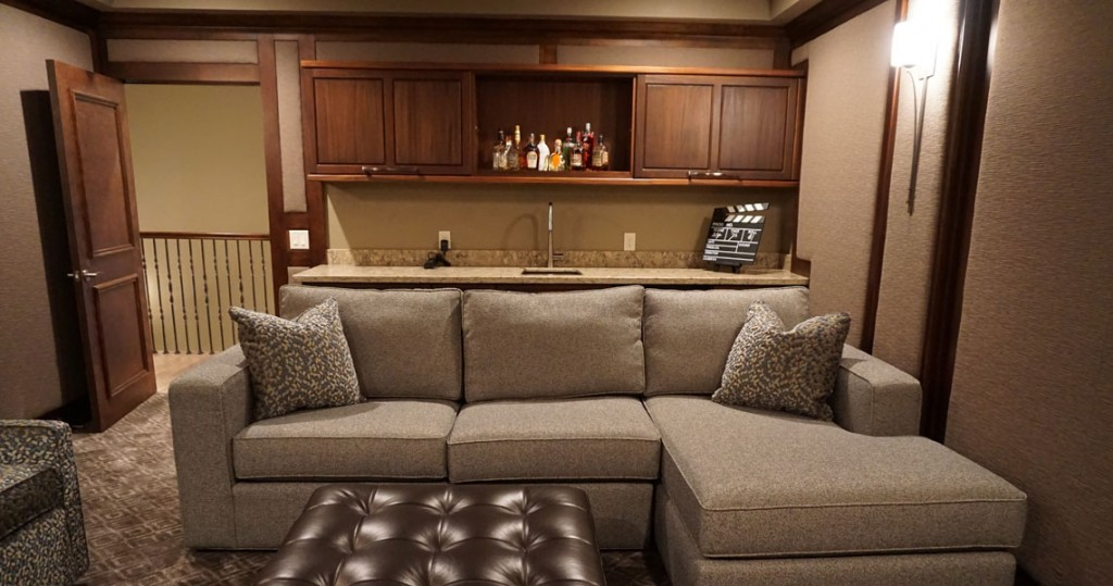 bar in media room with sofa with chaise