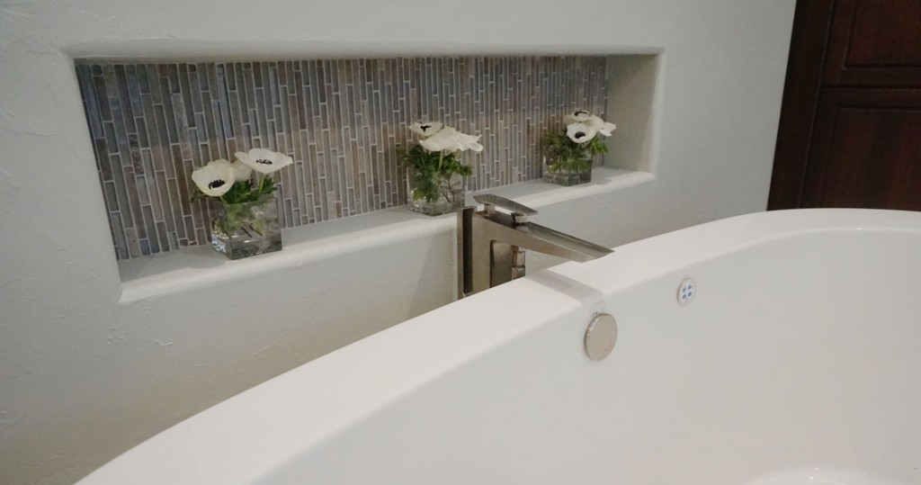 tub niches with vertical tile design