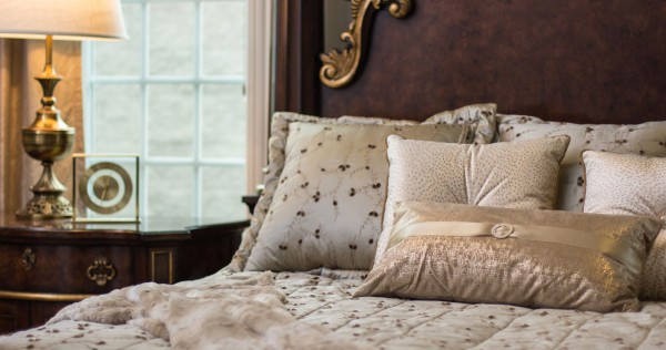 Bedrooms – Custom Bedding & Pillows