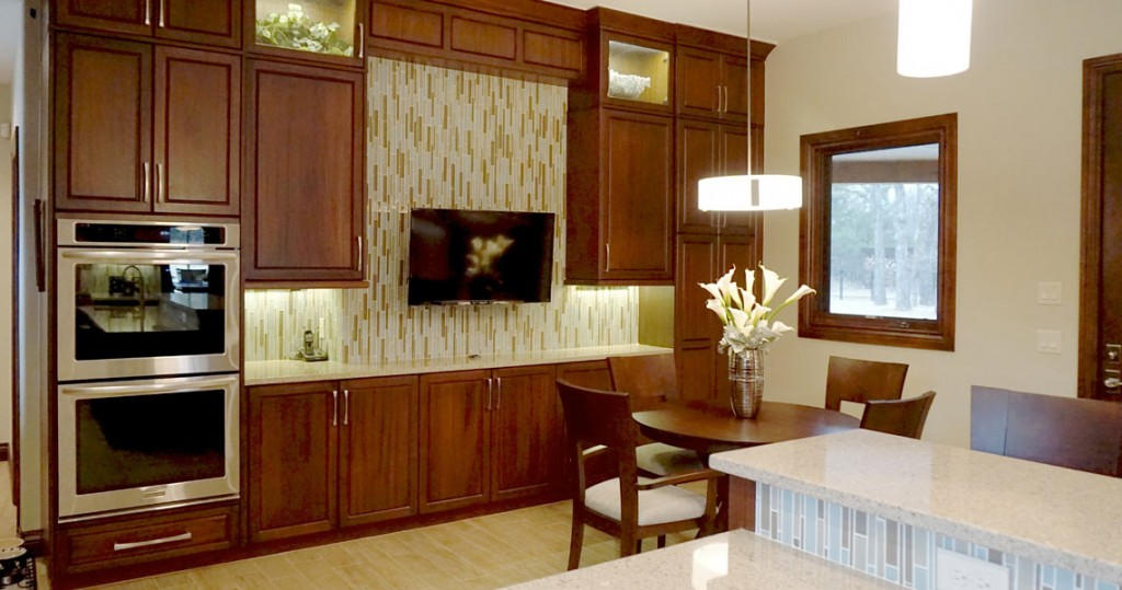kitchen tv, ovens, table and chairs