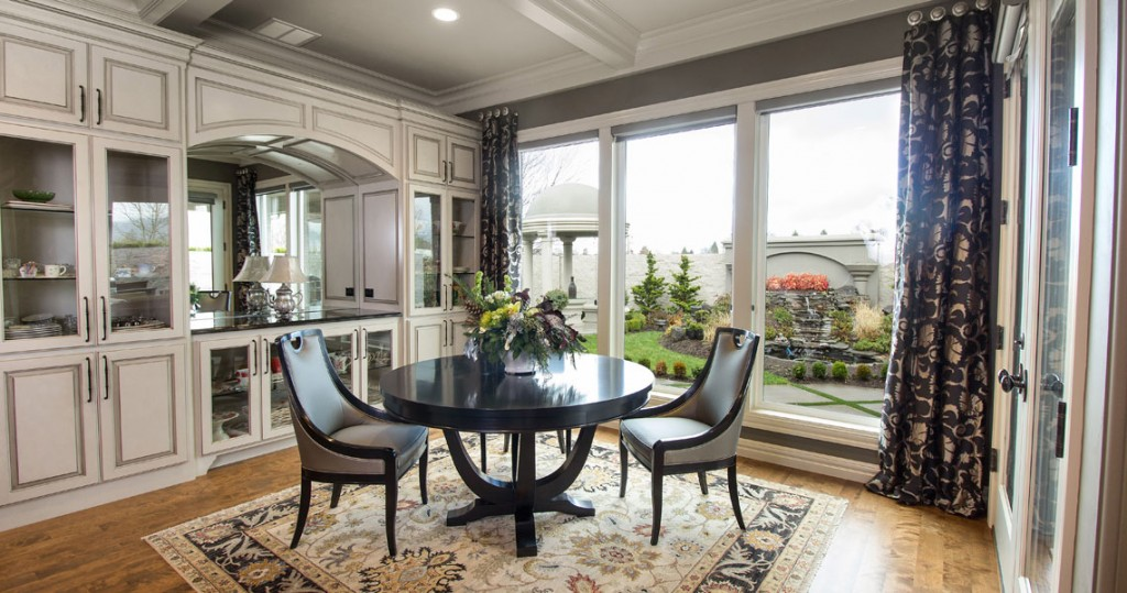 kitchen eating area, swaim round table and chairs