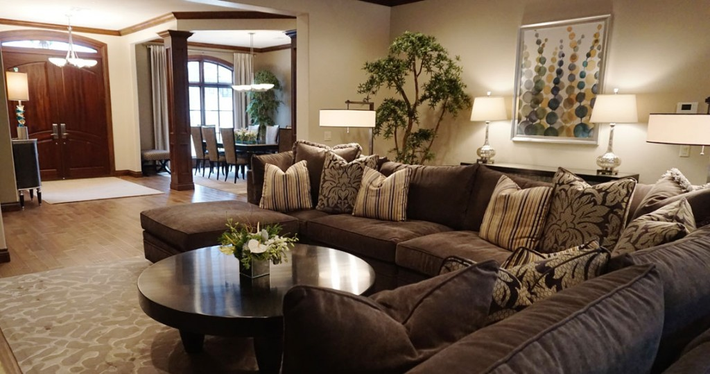 well designed living room with sectional sofa