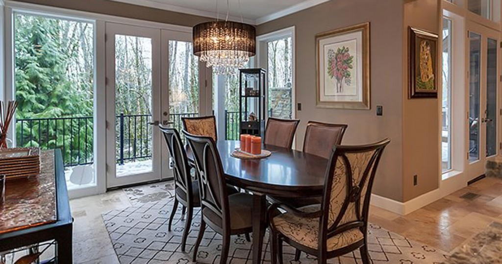 formal dining room with Thomasville furniture